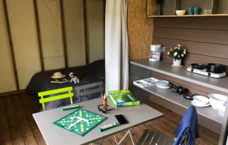 Logement atypique avec 2 chambres dans un camping en Périgord