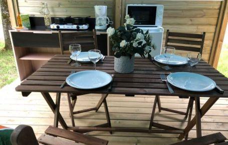Barbecue et cuisine sur terrasse couverte à coté de Sarlat
